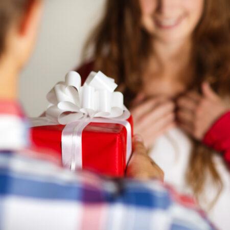 Ein Weihnachtsgeschenk für Ihre Herrin bekommen? 6 Tipps zum Nageln